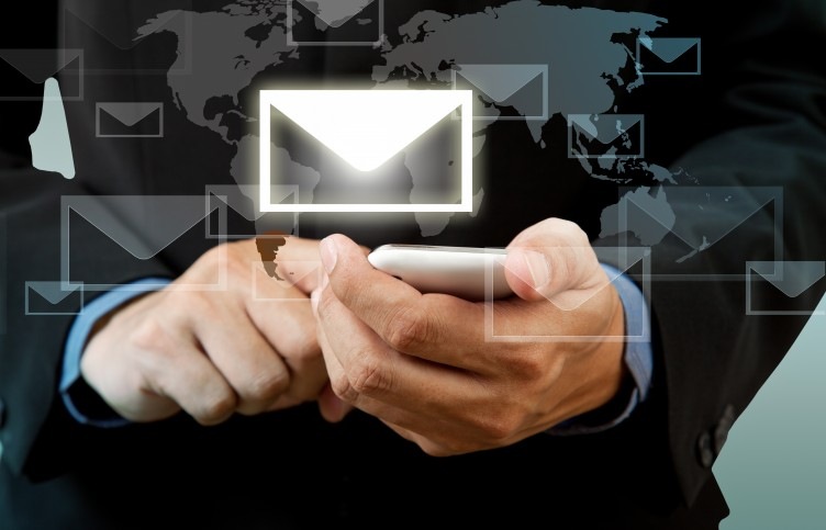 email-smartphone-752x483